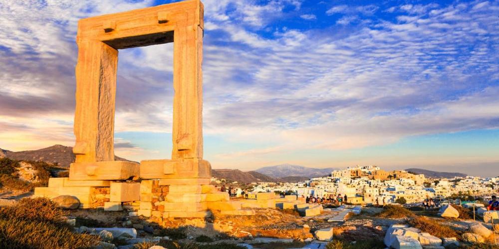 Νάξος: Αυστριακός τουρίστας διώχνει τους Έλληνες από το νησί: Είστε σκουλήκια που δεν έχετε χρήματα!