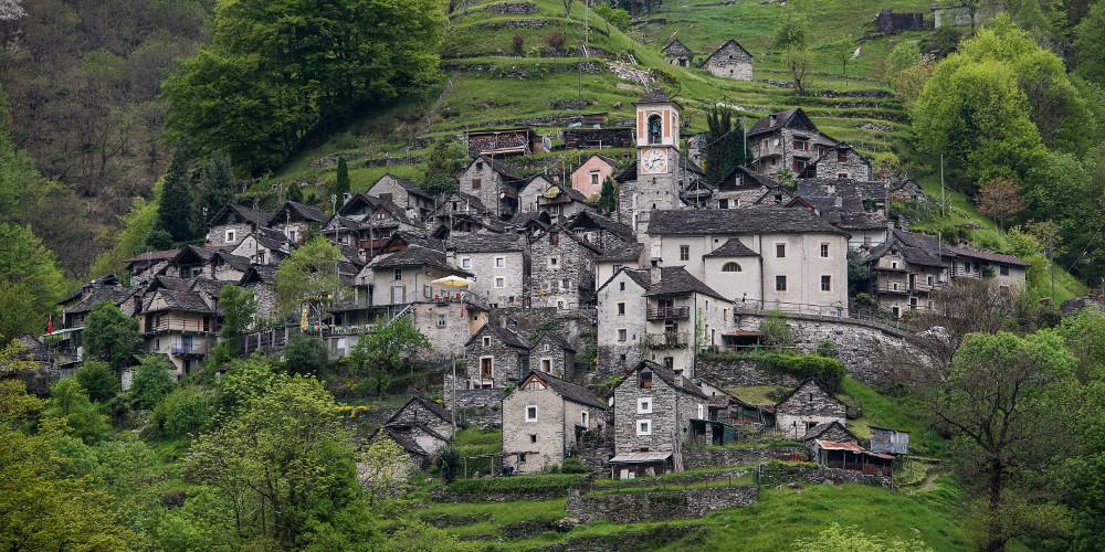 Απίστευτο: Ενα ολόκληρο χωριό στην Ελβετία θα γίνει ξενοδοχείο [εικόνες]