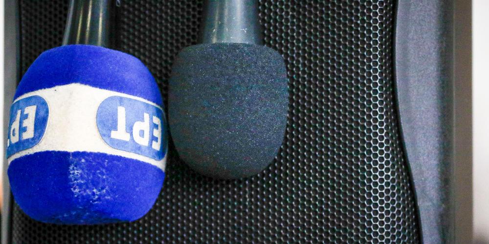 «Η κυβέρνηση χειραγωγεί τη δημόσια τηλεόραση»: Τι λένε οι δημοσιογράφοι της ΕΡΤ
