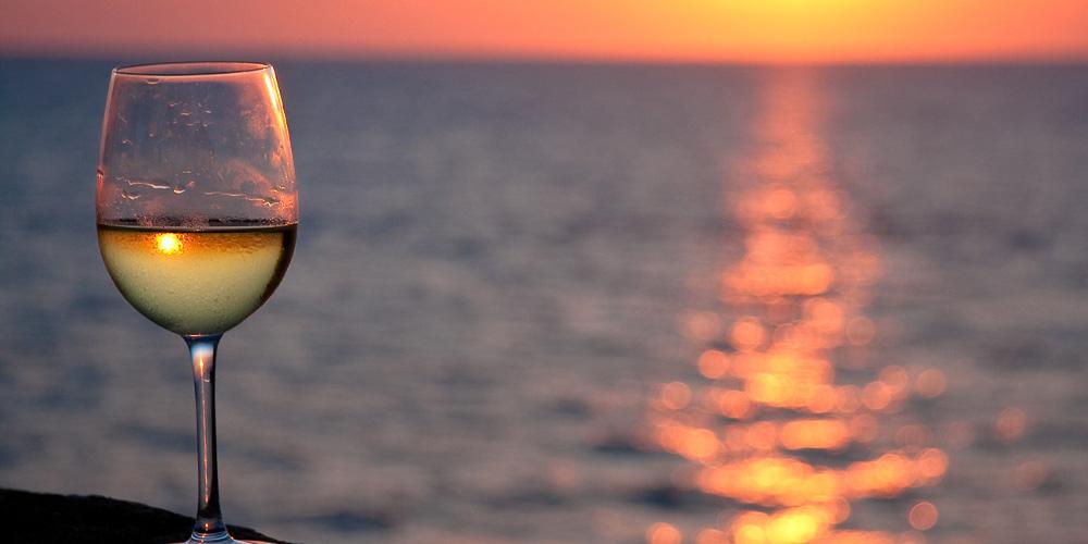 Τα κρασιά του Αιγαίου στην Αθήνα - Μέσα σε αυτά και της Σαντορίνης μας