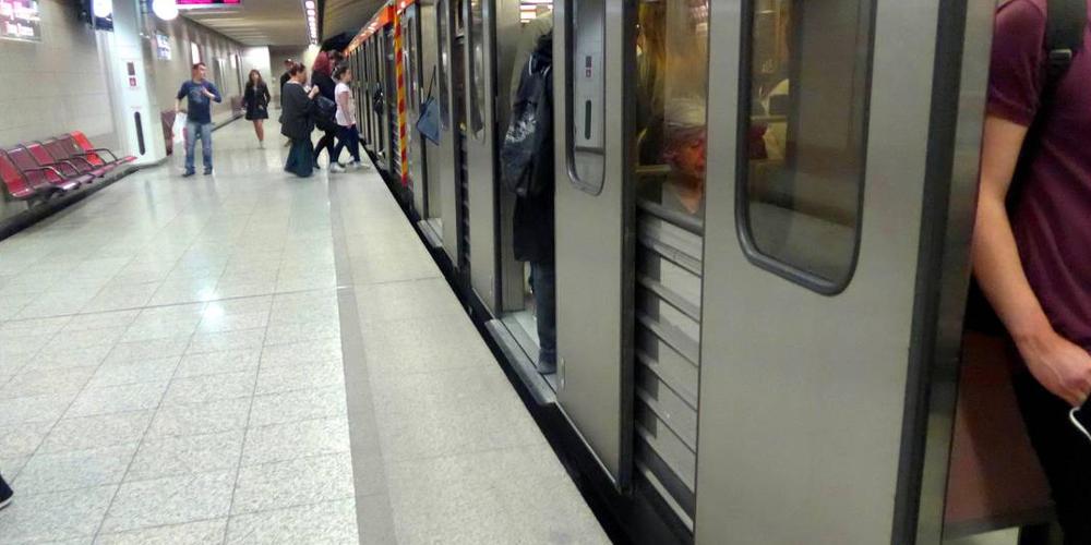 Βίντεο: Επιβάτες πιάνουν στα πράσα αλλοδαπούς πορτοφολάδες στο μετρό