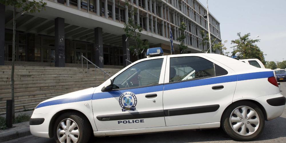 Ναυπακτία: 26χρονος πυρπόλησε μαντριά, έκαψε αυτοκίνητα