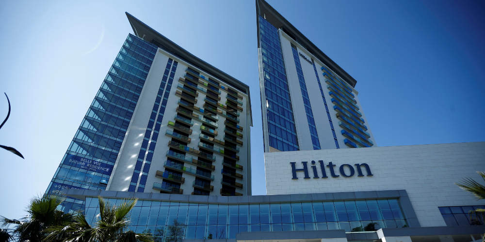 Σκάνδαλο: Καθάριζαν όλο το ξενοδοχείο με το ίδιο πανί