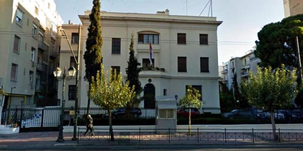 Εισβολή άνδρα με μαχαίρια στην πρεσβεία της Σερβίας -Διαπραγματευτής της ΕΛ.ΑΣ. τον έπεισε να παραδοθεί
