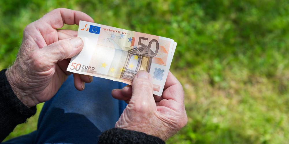 Μία ημέρα νωρίτερα η πρώτη καταβολή για το κοινωνικό μέρισμα - Την Πέμπτη τα λεφτά στους λογαριασμούς