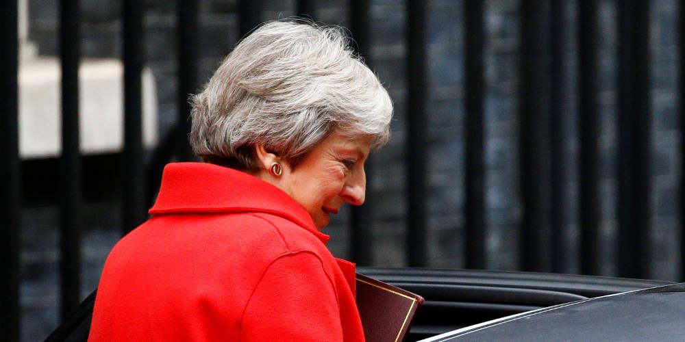 Δραματικές ώρες για Brexit: «Σφυροκόπημα» της Μέι στη Βουλή και παραιτήσεις υπουργών