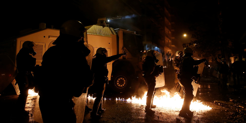 Άγρια επεισόδια σε Αθήνα και Θεσσαλονίκη μετά τις πορείες για τον Γρηγορόπουλο